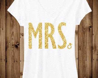 MRS. GLITTER Bride Shirt White V-neck, Bride Vneck, Wedding shirt, Bridal shirt, Bride Vneck, wedding