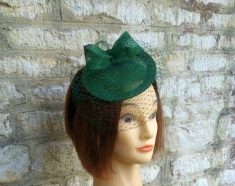 Dunkel grün Hochzeit Fascinator Mütze auf Waldgrün Hochzeit Fascinator Rennen Diadem Kate Middleton Mütze Tee-Party und Schleier