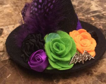 Mini witch hat clips