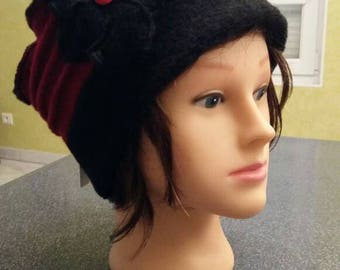 Toque, beanie hat in black and Red boiled wool
