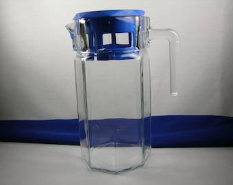 Rubbermaid Clear Glass Pitcher with Blue Rubbermaid Lid, Orange Juice, Lemonade, Iced Tea, Water Pitcher