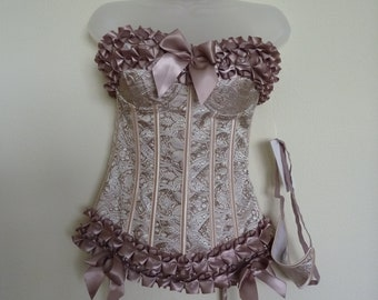 Vintage style corsets  to give that authentic silhouette