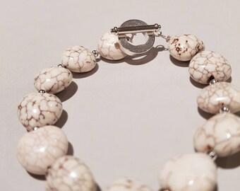 Cream Howlite Bracelet, chunky fastener, heart shaped, , Tricqle, 2018 Trend