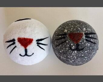Kitty Bath Bomb! Cat Bath Bomb. Painted Bath Bomb. Handmade Bath Bomb. Bath Fizzy.