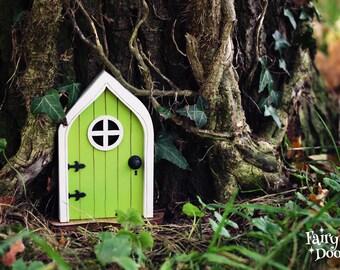 Fairy Door 'Mara' in Green - Green Fairy door - Fairy door for tree - Miniature door - Fairy garden - Fairytale door - Tooth Fairy door