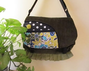 Handbag, tote velvet green floral retro