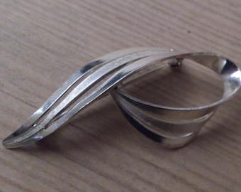 vintage sterling silver swirl brooch