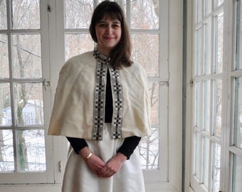 Vtg Folksy Wedding Cape/Handwoven Shoulder Cape/Icelandic Ivory Wool/Nordic Bridal Wear