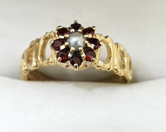 9ct Yellow Gold, Garnet & Pearl Ring