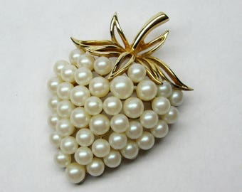 vintage crown Trifari strawberry pin / brooch gold tone and faux pearls