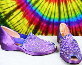 Size 6.5 M vintage 40's purple satin  peep-toe wedge shoes