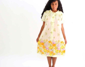 yellow floral house dress . vintage housecoat . yellow rose pattern dress . womens medium to large