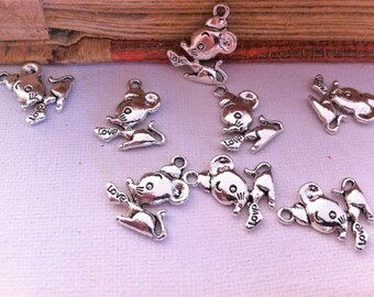 """get 5 small pendants mouse holding a heart with written """"love"""", silver"""