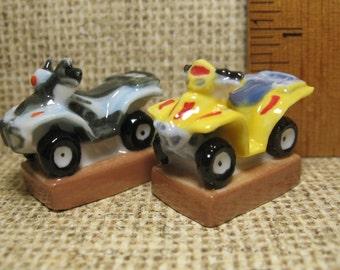 Tiny ATV Quads 4x4s All Terrain Vehicles Atvs Quad  - French Feve Feves Figurines Porcelain Doll House Miniatures Mini Figures  H11