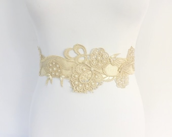 Ivory bridal sash belt decorated with floral glitter lace and ivory pearls. Wedding sash belt.