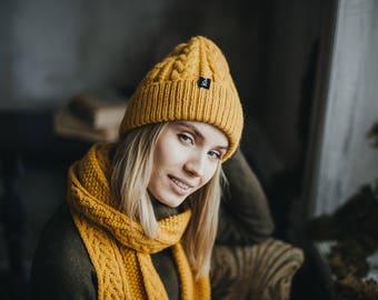Jaune moutarde Chunky tricot écharpe en laine tricoté bonnet et écharpe  voyage ensemble cadeau chapeau d hiver cadeau pour femme ... e7ed374ff64