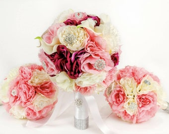 Wedding bride and bridemaids bouquets, brooch and silk flowers. Bride and braidemaids
