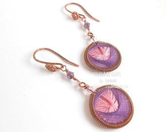Dangle copper hand woven earrings, violet pink purple cotton thread earrings, Handmade in Italy lightweight earrings, Ethnic jewelry, Silagà