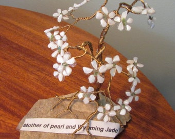 Mother of pearl and jade Gemsai tree