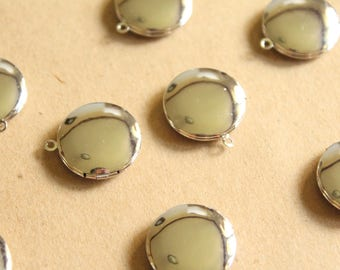 4 pc. Small Silver Plated Brass Round Lockets 20mm   LOC-059