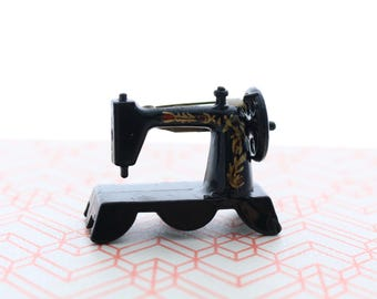 Sewing machine broach vintage style