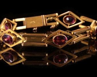 A Victorian 9k Gold and Garnet Bracelet