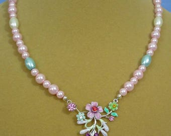 """Very pretty 18"""" Pearls and Flower focal necklace and earrings set - S091"""