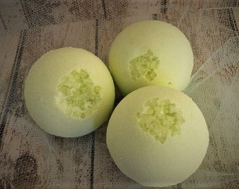 Bath Bombs/EUCALYPTUS/Made With Essential Oil/bath bomb set/bath bomb gift set/bath bomb favors/mother's day gift/gifts for her