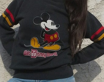 Retro 90's Disney Mickey Mouse pullover sweatshirt