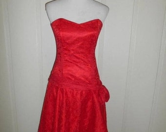 CLOSING SHOP 50% Off Vintage 80s red lace dress          strapless                      Halloween Costume  PROM Dress