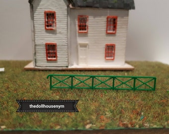 Tiny miniature scale 1: 144 fence for our micro houses dolls or scenes. They are made of plastic and cut and bend easily.