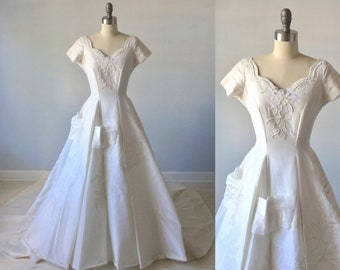 1950 Wedding Dress /  Modest Wedding Dress / Short Sleeves Ballgown / Pearls and Lace