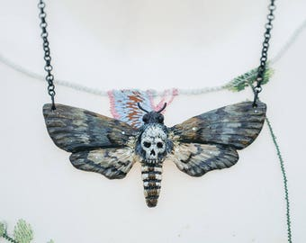 Skull and crossbones necklace nature