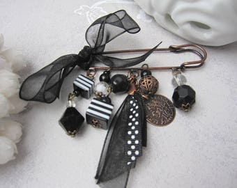 Beads toned black and white brooch 'Treats' Jerry beads women floral jewelry gift