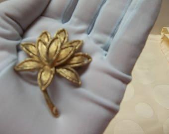 Vintage Avon Flower Brooch Goldtone