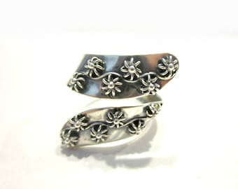 Vintage Taxco Ring CJG Eagle Marked Ring Sterling Silver Taxco Mexico Designer Flower Buds Raised Ring Jewelry Size 9