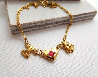 Vintage Avon Gold Tone I Love Christmas With Tree Red Rhinestone Bracelet N2
