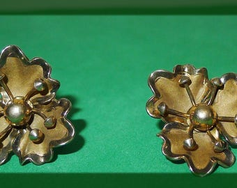 Lovely Vintage Bond Boyd Sterling Flower Screw Back Earrings - in excellent condition.