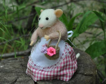 Mouse with basket Cute felt mouse Felted wool mouse felted ornament Mouse doll Plush miniature Gift for her Birthday gift Mouse lover gift