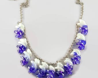 Twisted Murano necklace white and blue iridescent suspended on chain with round links - 123 stones jewelry