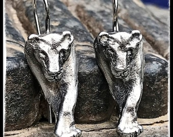 Silver Lioness Earrings. Earrings Silver Leone front view. Silver Leone earrings face view.