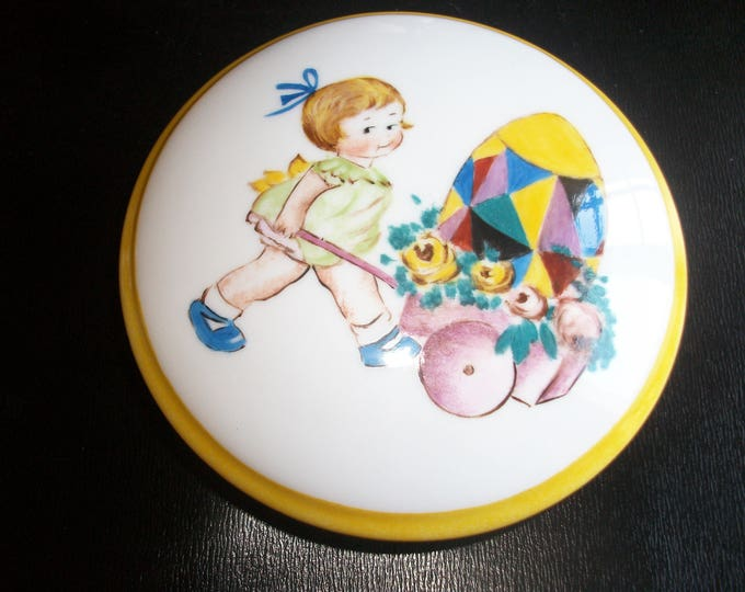 round candy box / handpainted porcelain / girl / vintage