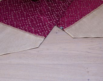 Table Runner Red/gold with tassels 150 x 45 cm