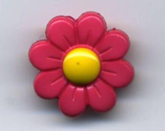 Fancy hot pink Daisy flower button