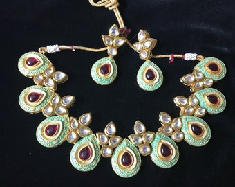 Stunning mint green kunden necklace paired with beautiful earrings