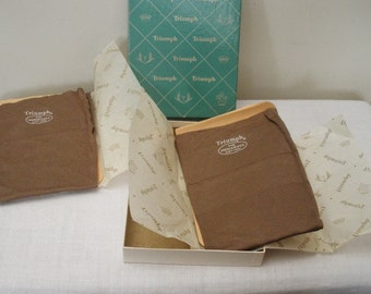Vintage Triumph 2 Pair Heavy Cotton Stockings in Box - Size 9