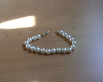 vintage bracelet faux white pearls