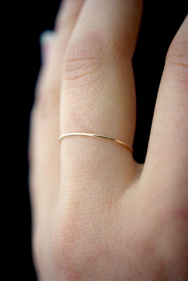 Extrem dünne Gold Stapelring gehämmert Stapelring 14 k Gold