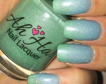 Sweet Seafoam Green to Blue Thermal-Shimmer Changing Nail Polish