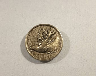 Vintage hunting button of stag's head, early 1900's.
